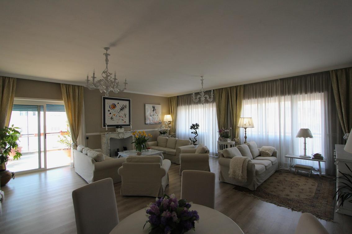 Colli portuensi casaletto attico mq 300 con terrazza for Studio arredato